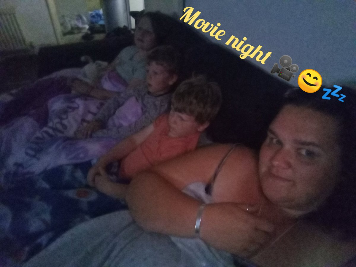 #movienight #Latenightmeansalayin?  #dreamon #earlyrisers https://t.co/LbQPsMOgfY