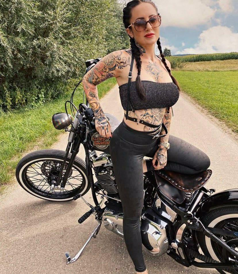 🤘#harleydavidson #garajeclandestino #street750 #streetrod #harleyofinstagram #iron883 #fortyeight #hd48 #harleygirl #streetbob #bikergirl #fatboy #softail #harleydavidsongirl #breakout #harley #vrodmuscle #custom #roadglide #rutasmoteras #galifornia #fxdr #harleydavidsongalia https://t.co/CTL4MQ6D5G