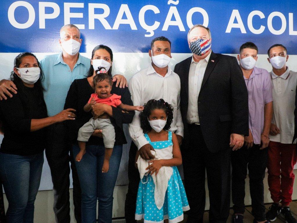 Em visita da comitiva americana às instalações do Centro de Recepção a refugiados e migrantes em Boa Vista nesta tarde, @mikepompeo conhece população venezuelana beneficiada pela @OpAcolhida. https://t.co/LEGSPHMs6Y