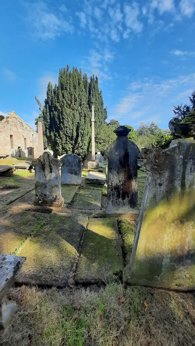 St Peter's Kirk and Cross in Duffus (Morayshire). A peaceful place and well worth a visit. #discoverscotland https://t.co/gsDKacKa7N