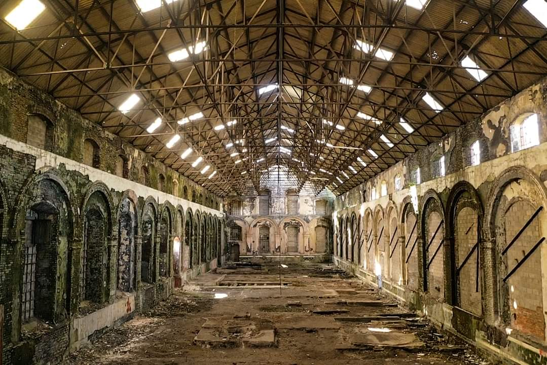 The interior of the engine hall at the former Penallta Colliery site (again, courtesy of my old schoolmate Phil Morris 🙂). #MiningHistory #WelshHistory #deindustrialization https://t.co/PMJelbWmsd