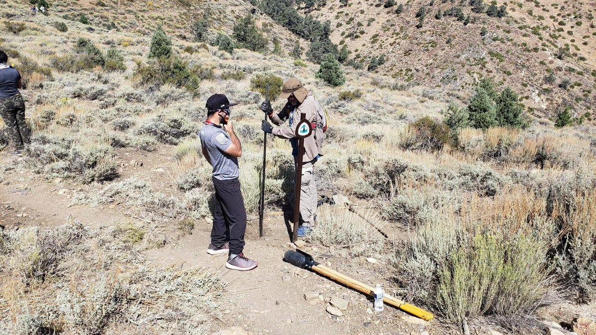 Volunteer crews work hard all year long to improve #trails in the #SanBernardino Mountains, clearing brush, installing signs, and more. https://t.co/5uiaVyjjQT #publiclands #nonprofit #SoCalledCinema https://t.co/xzXLJxSyx4