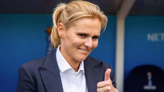 Er zijn nog 22 speelsters die maar één keer een 'Game Winning Goal' wisten te scoren. En één ervan is de huidige bondscoach, Sarina Wiegman-Glotzbach.  Wil je weten tegen wie dat was 😋 Check de link hieronder:  https://t.co/96zi3Oc1UL  #OranjeLeeuwinnen #RUSNED https://t.co/hW5SfA3t8w