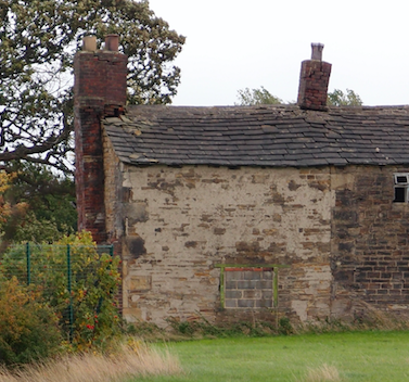 Appalled to visit Lousy Farm, Hartshead, to discover the roof has been stripped from this Grade II listed building, former home of Patrick and Maria Brontë. #HeritageCrime #DefendOurHistory #Brontës #HistoricEngland We must all call on @KirkleesCouncil to investigate immediately. https://t.co/32MbBz69r7