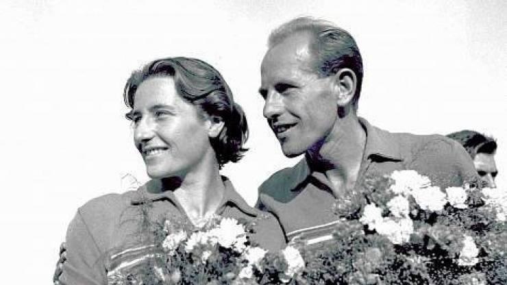 Dana Zátopková, roz. Ingrová (19. září 1922 Fryštát – 13. března 2020[2] Praha), byla československá atletka – oštěpařka, olympijská vítězka a manželka čtyřnásobného olympijského vítěze Emila Zátopka. https://t.co/JXk07r1cJV https://t.co/CZZzJUjSmm