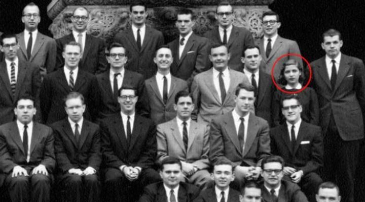 Harvard's Law School accepted 500 students in 1956.  Only 9 women were allowed in.  She was a foot shorter than everyone else in the room. But ten feet tall in history's eyes. #RIPRBG https://t.co/beQeMN3dG0