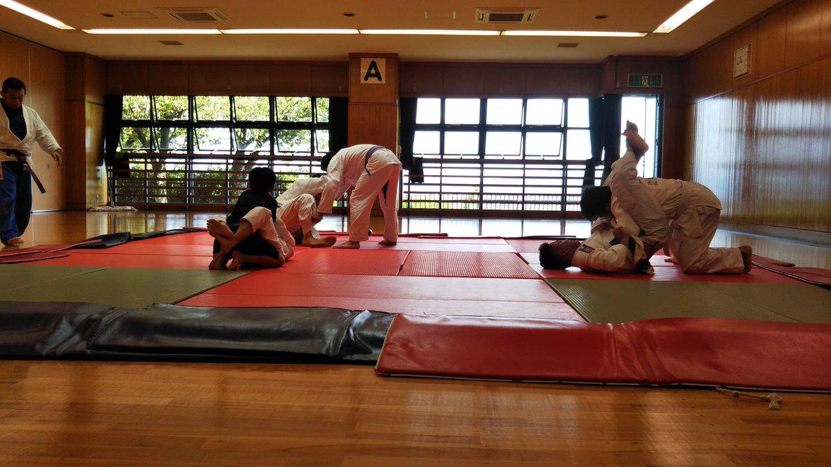 #京都何気  19日(土)西山体育館、9人。なんか青年と少年ばかりで異様に若かったな…平均年齢20歳ちょいぐらい? 感激。 明日20(日)は、13ー15時で伏見青少年活動センター、本家から伝説の柔術家が参戦予定。 この他どなたでも参加歓迎しています。 #bjj #jiujitsu #柔術 #ブラジリアン柔術 #京都柔術 https://t.co/wBOIC4EY8H