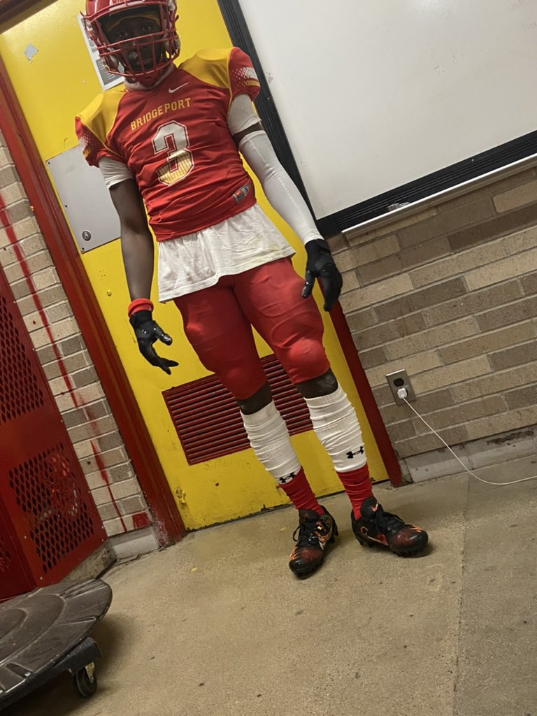 Maaan🤦🏾♂️game ain't go as planned but we gone shakeback💯I'm endin my senior season on a good note im gone leave my legacy at this school❤️💛 #lastfirstgame #seniorszn https://t.co/jolagRA4SZ
