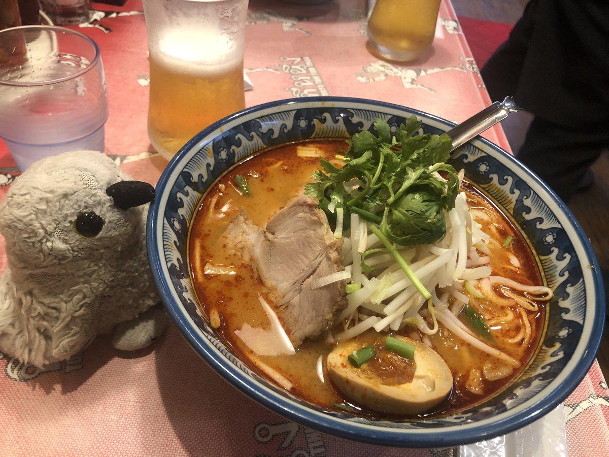 今日は #西早稲田(#新宿区)の #タイ料理 屋さん、  #ティーヌン さん  で #トムヤムラーメン をごちそうになりました😋  酸味と辛味が効いて、心地よく体が温まりました♪  ごちそうさまでした😊  ちなみに、行ってみて気づいたんですが、以前 #ウーバーイーツ の配達でもお世話になったお店でした☆ https://t.co/CsXhvoopbE