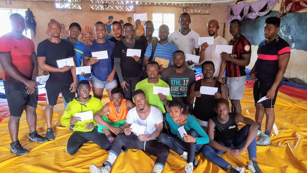 #SierraLeoneWrestlingAssociation  have dished out it's  final #COVID19 relief support to #NationalWrestlers & #Coaches in #Freetown. This round of support is limited to financial package geared towards their preparation to return to full training session #SierraLeoneSports https://t.co/fs6e6xVC9E
