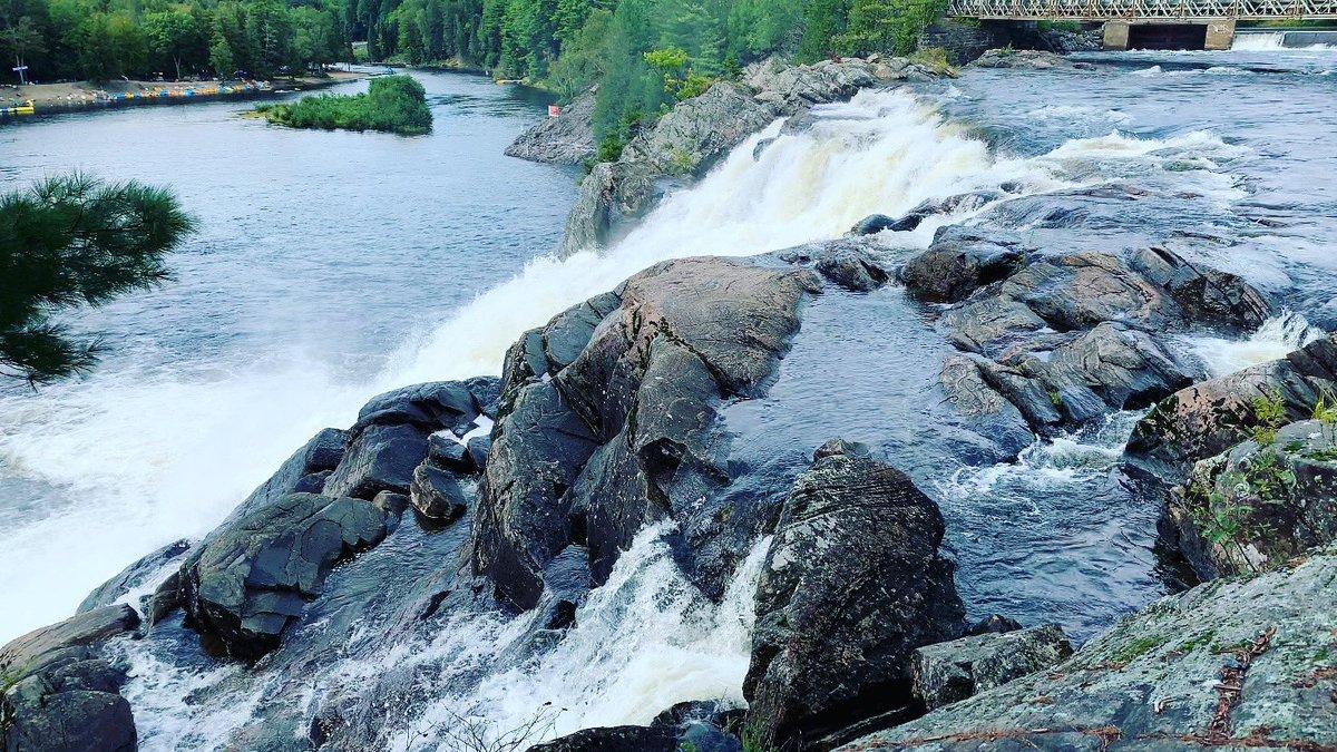 Muskoka High Falls #falls #waterfalls #muskokahighfalls #chasingwaterfalls #dreamon #bracebridge #muskoka #ontario #discoveron #canada #sharecangeo https://t.co/k75zsePY0Y