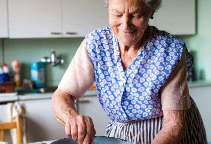 ➡️Se extenderá la moratoria de Jubilaciones de Ama de Casa  🔘Las #mujeres que tengan 60 años podrán acceder a esta jubilación sin tener aportes  ¿CÓMO LO PODRÁN HACER?   ⬇️Te lo contamos en la nota⬇️ https://t.co/3K5U9XiEss https://t.co/LiNB6YRJno