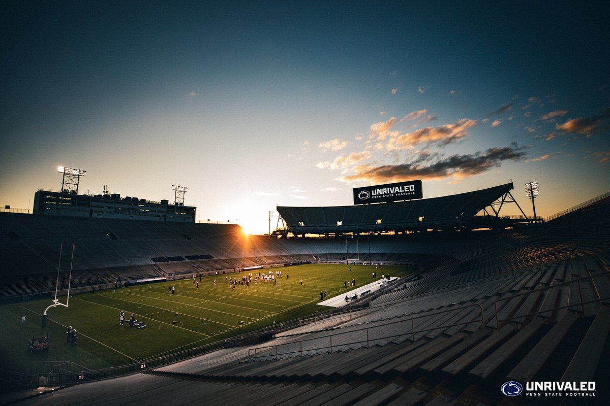 Friday Night In The Valley   #WeAre https://t.co/dJf4OexyQu