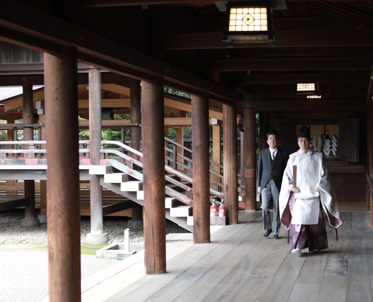 本日、靖国神社を参拝し、今月16日に内閣総理大臣を退任したことをご英霊にご報告いたしました。 https://t.co/ZpyrtLrpRE