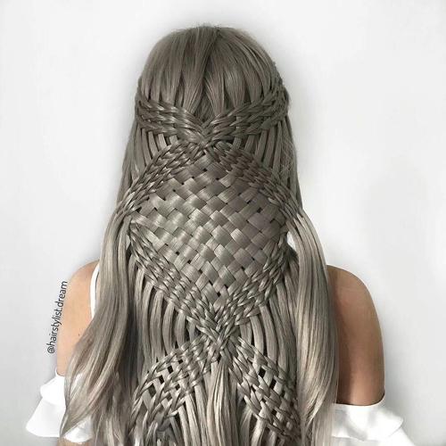 200RT どうやって編んでるの!? 17歳の少女が作り出す芸術的なヘアスタイルが目を見張る美しさ