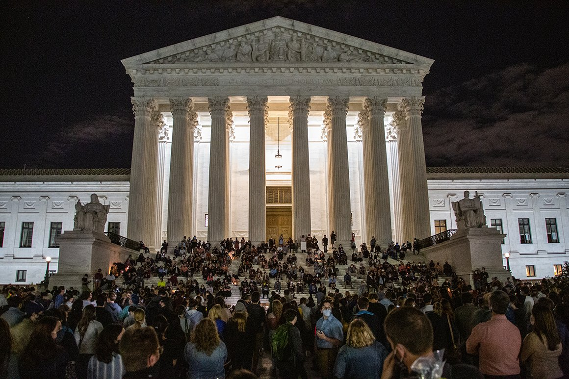 This is the scene at the Supreme Court tonight after the death of Justice Ruth Bader Ginsburg.  Thousands of people are gathered here, with hundreds sitting on the steps https://t.co/Cg9oNILOPx 📷: @evansemones #RBG #SCOTUS https://t.co/kw1xGBLl3m