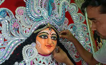 #durgapuja2020 Month-Long Gap BetweenMahalayaAndShashthi  Mahalayais over but the buzz around the Durga Puja festivities is still missing in Kolkata. The 35-day  gap betweenMahalayaandShashthi, and the COVID  pandemic are the two main reasons for this. https://t.co/4grdwlCmPy