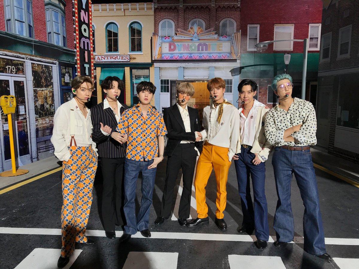 [#오늘의방탄] #BTS in 2020 iHeartRadio Music Festival!✨  #방탄소년단 #BTS_Dynamite #인터내셔널팝케이센세이션썬샤인레인보우트레디셔널트랜스퍼USB허브쉬림프BTS https://t.co/xQFEtGRCAH