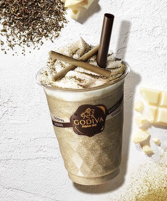 【飲みたい】「ホワイトチョコ×ほうじ茶」ゴディバのショコリキサー登場!ホワイトチョコの甘みと香り高いほうじ茶が特徴のフレーバー。小さく砕いたホワイトチョコレートの食感が楽しめます。