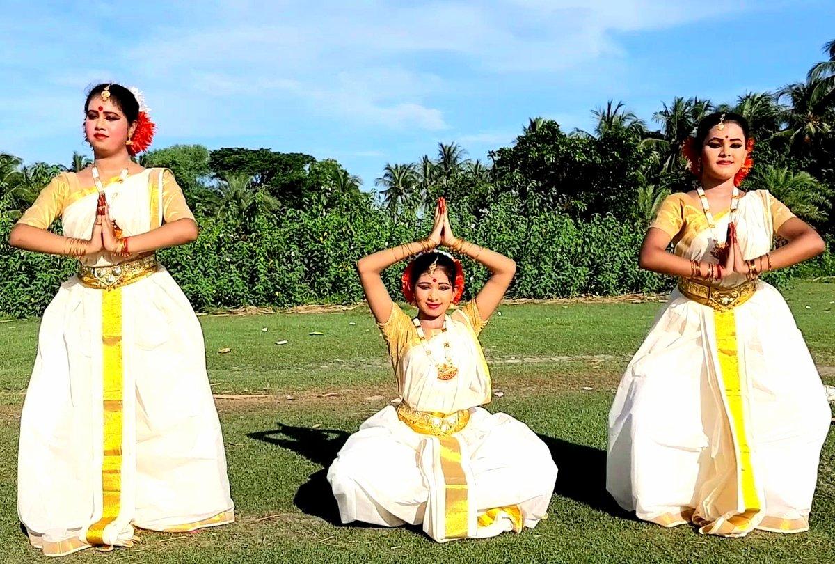 Agomoni @classicaldance image #Mahalaya special....#mahishasuramardini https://t.co/jXZOs3H2ia
