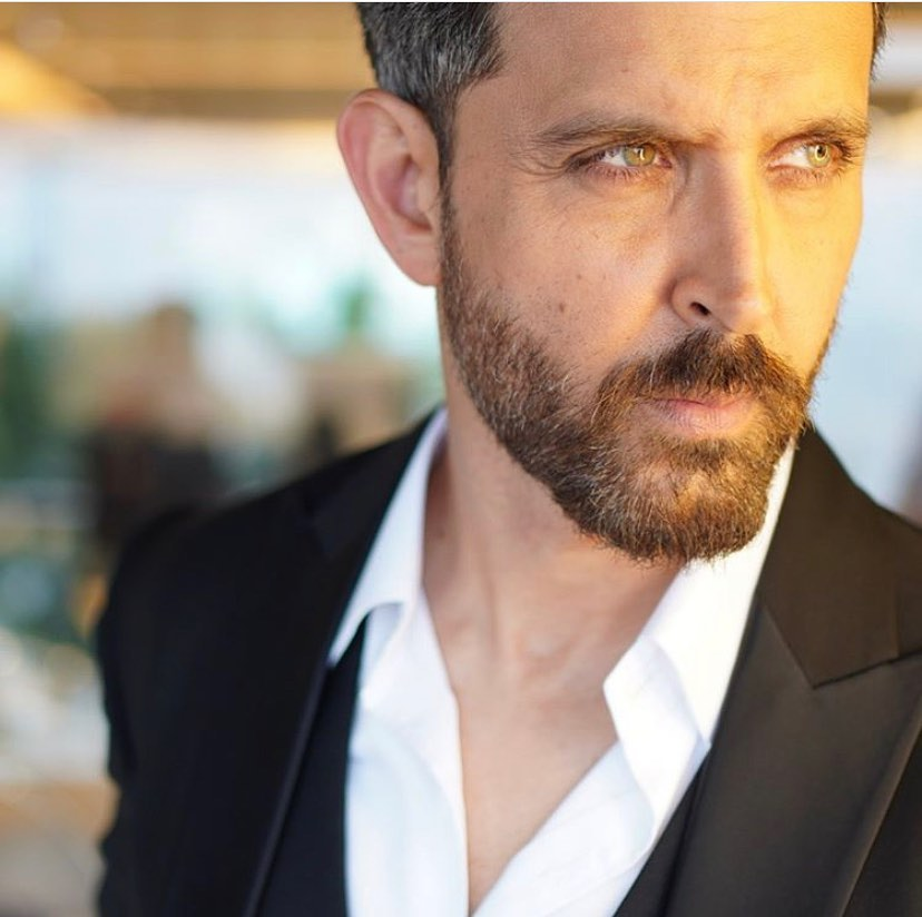 Everything is just perfect when it's #HrithikRoshan 😍 https://t.co/orBXf1Fb0T
