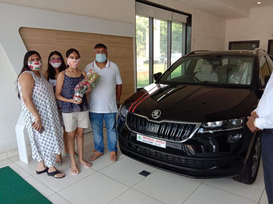 @SkodaIndia Took delivery of Skoda Karoq frm Imperial auto Adityapur on the auspicious day of Mahalaya n Vishwakarma Puja @SkodaIndia @Zac_Hollis_ https://t.co/E9ZvOnn6v5