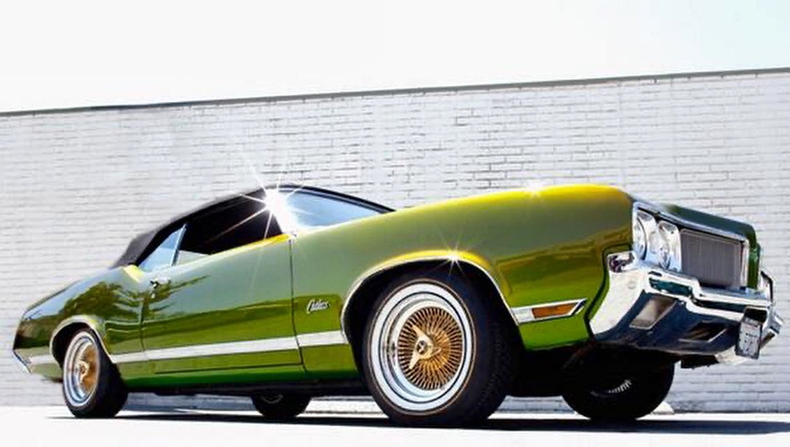 Booger green with the Darth Vader top sitting on mustard & mayonnaise socks #cutlass #musclecars https://t.co/pdjD9tDnVw