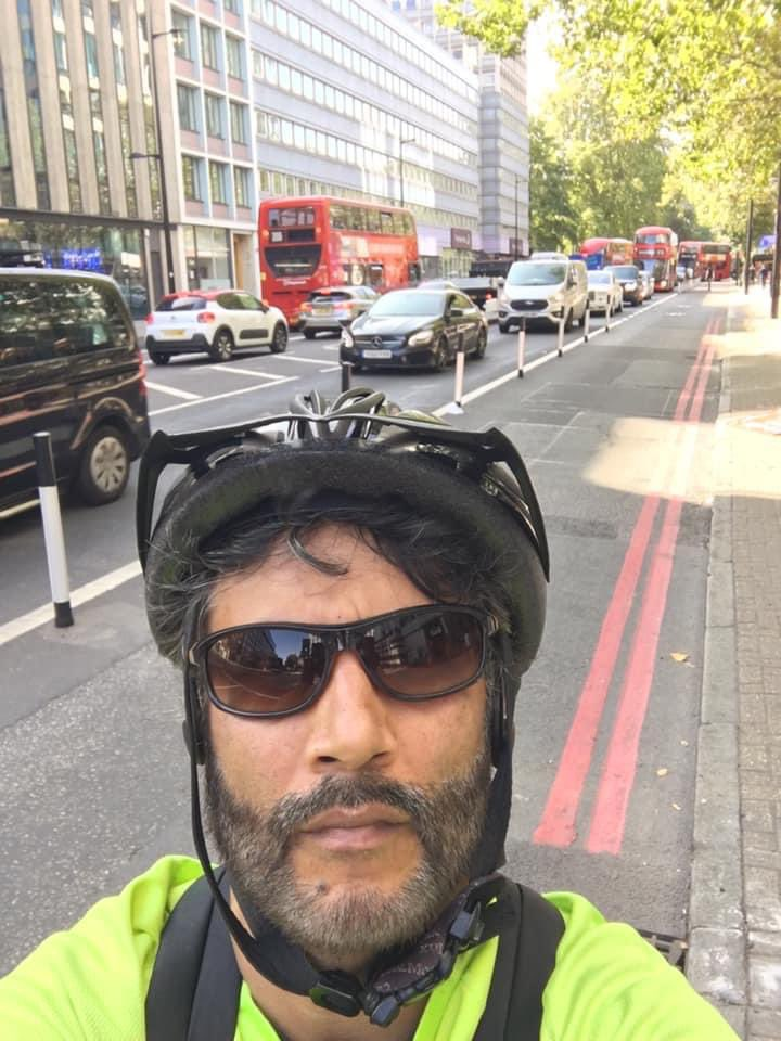 """anyone who thinks the Euston Rd bollards is a good thing! Posted on the Ludicrous Road Closures Facebook group. 1st response was """"I couldn't agree more. Cycle paths CS6 and Q2 go through Bloomsbury and there is ample space.  White elephant""""!!! https://t.co/O00jGpa5FX"""