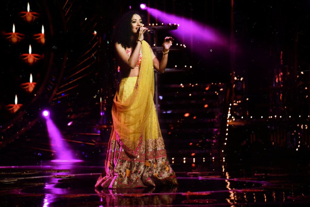 Singing gives me a purpose to live and this is the life that I choose over and over again! 🥰 #omshantiom #singingshow #singer #singersongwriter #indianrealityshow #realityshow #saturdayvibes #saturday #saturdaymood #semiclassicalbollywood #semiclassicalsongs #traditionaloutfit https://t.co/AuEfT8hLId