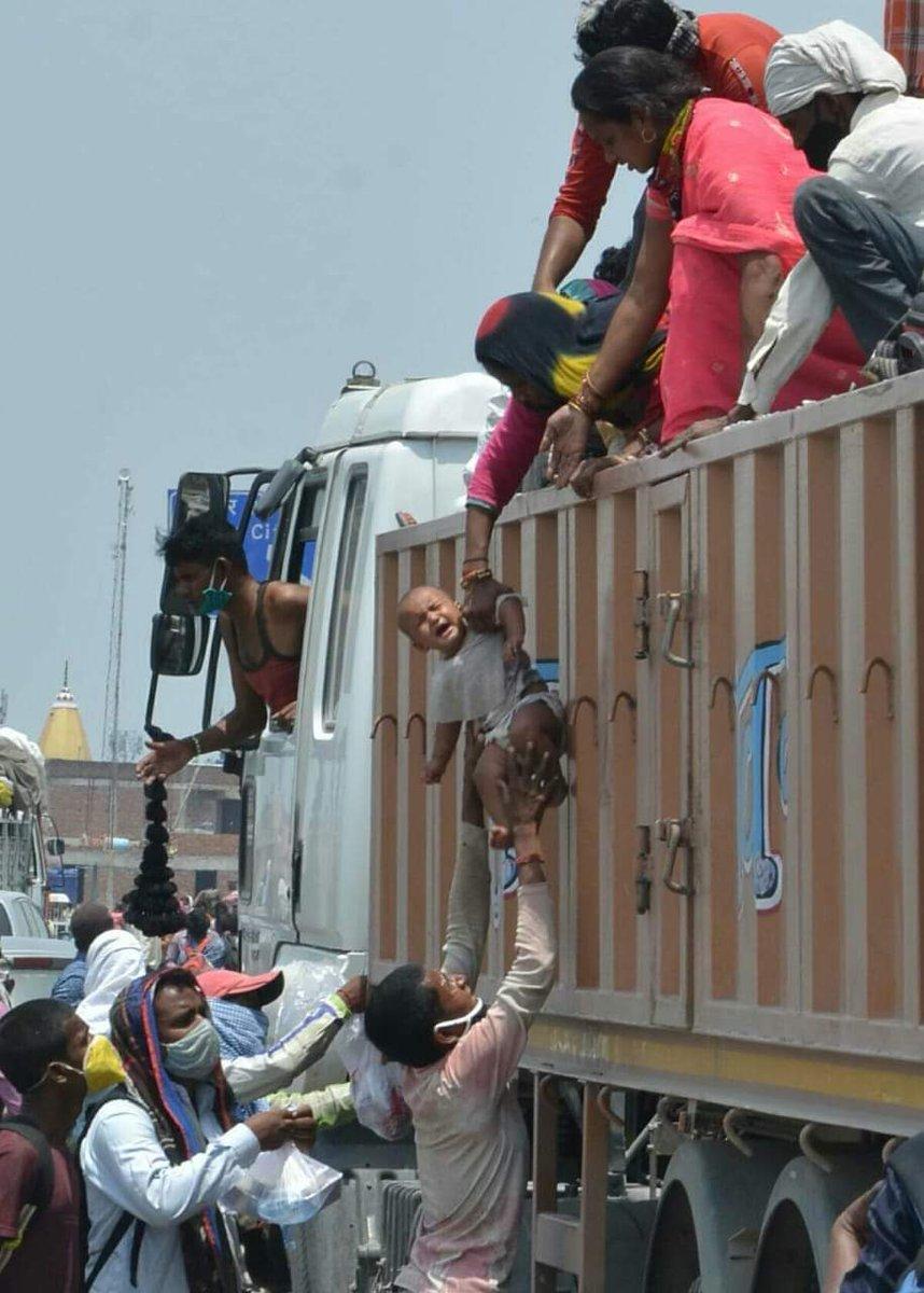 #सरकार द्वारा बिना रिसर्च किये और गलत नीतियों के कारण देश का हाल बेहाल।  परिणाम: अर्थव्यवस्था धड़ाम, बेरोजगारी चरम सीमा पर..  ये सब याद रखेगा देश #lockdownindia #Corona #coronapandemic #Modi #ModiGovernment  @INCUttarPradesh @AhrariShahlaINC @AdvShivIndia10 @Soniyav39734839 https://t.co/E0du34roI8