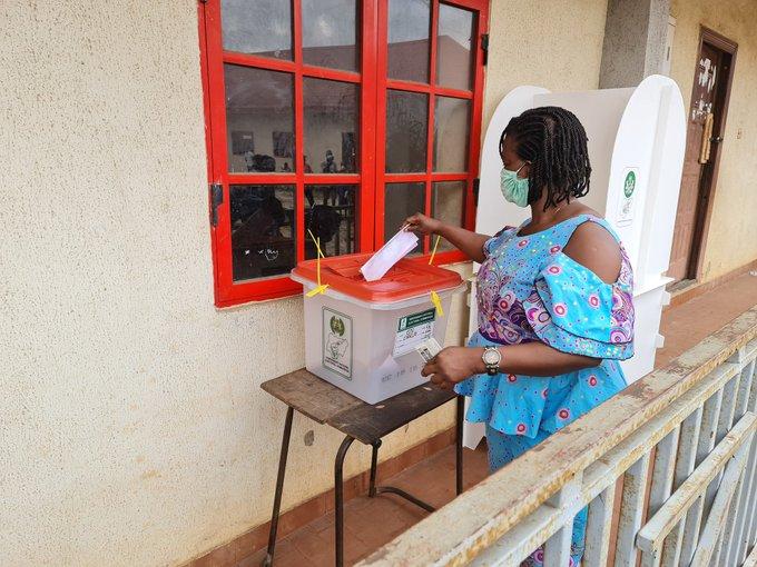 Female voter casts her vote in PU 02, Imaguero College II, Ward 11 in Oregon LGA