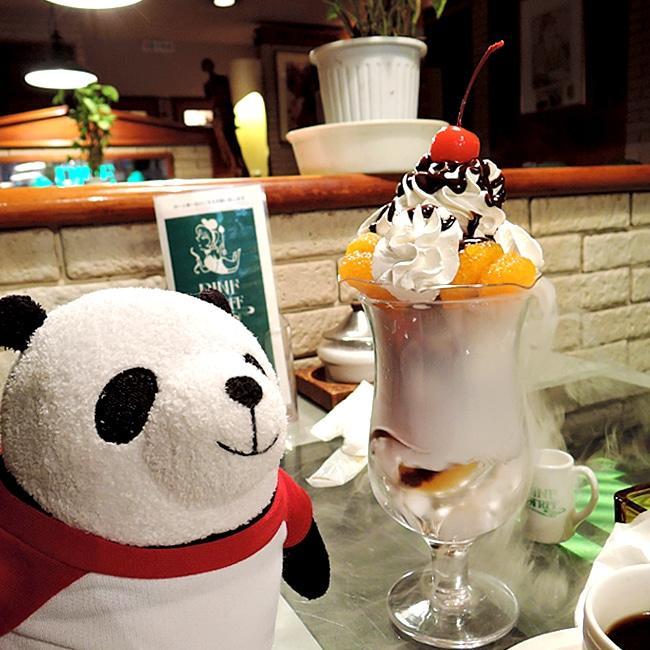 パ・パ・パ・パ・パフェ★  熱海の昭和レトロ~な喫茶で!また行きたいね~パフェって海外にはない日本のカルチャーだよね~★おいしいし、かわいいし、楽しい気分になるパフェ★  はーーっ、食べたいよっ!! https://t.co/dz2GXRDBEU