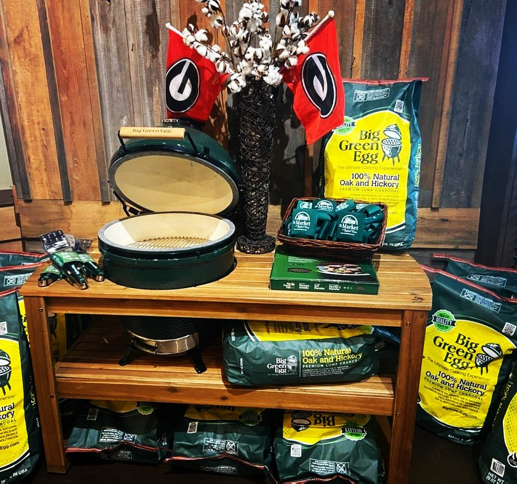 Fall is in the air and you know what that means! Grilling Season is almost here! Stop in to get your Big Green Egg this Fall at Rutland Farms! #biggreenegg #grillingseason #grilltime #weekendvibes https://t.co/iCFMPjvpCY