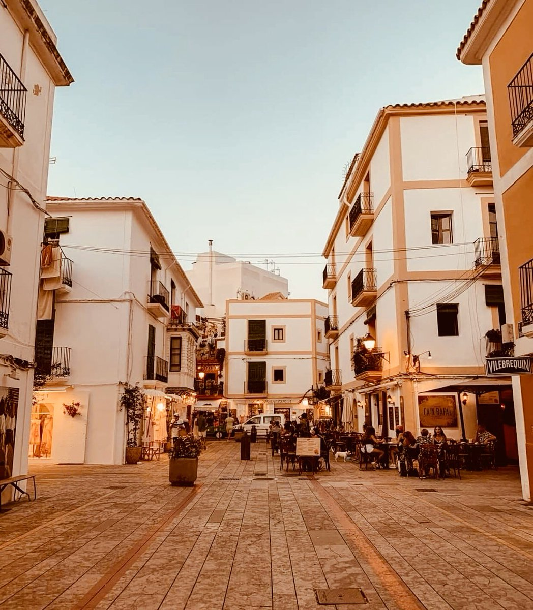 If these streets could talk it would sound like poetry ✨✨  Photo Credit: @maurimix #ibiza #ibiza2020 #ibizanights #ibizalife #ibizalifestyle #ibizalights #ibizastreets #balearicislands #balearicsvibes #balearicnights #ibizatown #ibizaoldtown #ibizacenter https://t.co/aZjXfDfbBl