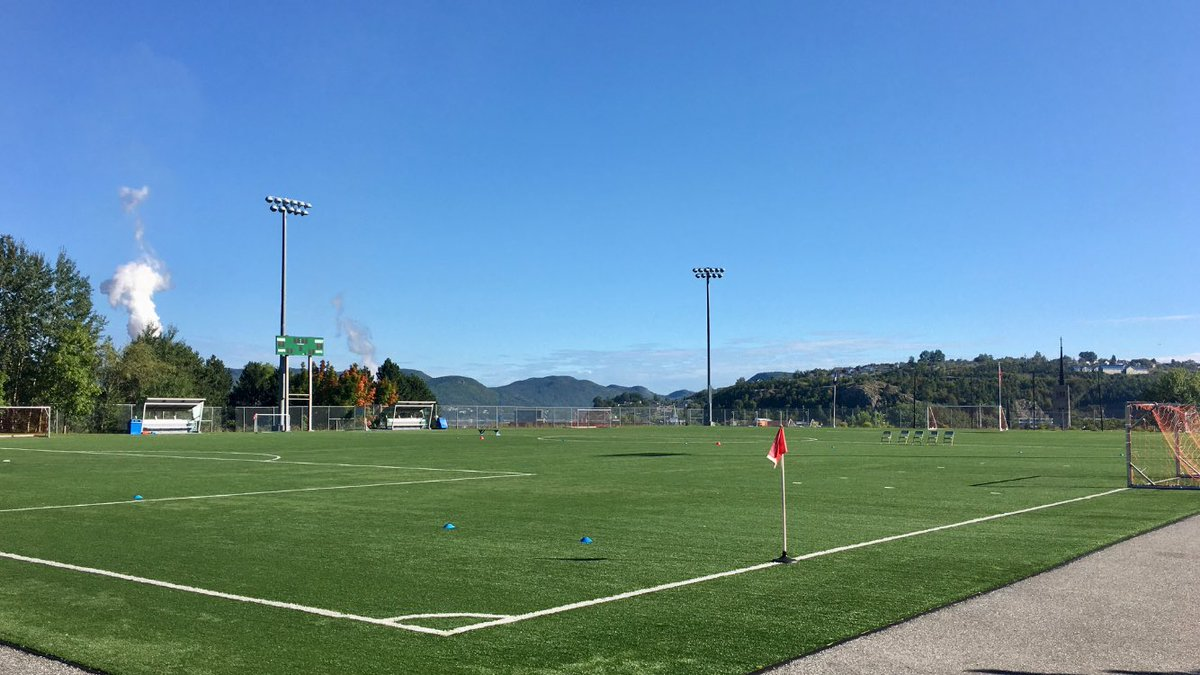 Early fall mornings at the field.  Beautiful day for games. All set up and ready to go for U11 Boys exhibition Corner Brook Vs. Stephenville at Wellington 11:15 and 12:30. #beautifulgame @CBMSAnews https://t.co/W9jcVMyn8k