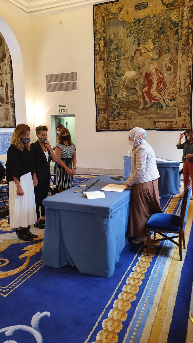 For the first time in #Madrid a #Muslim councilwoman, wearing a hijab, officiated on Friday a #LGTB wedding and declared herself proud of it. @MaysounDouas, member of a left-wing party, said her gesture will promote debate among Muslims on democracy & citizenship values. #İslam https://t.co/1dQVOUELuM