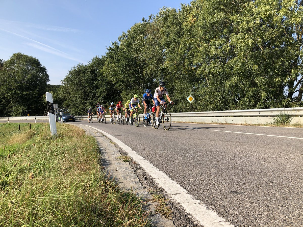 #SkodaTour  11 men are trying to breakaway. Peloton not far away pulled by @TeamUAEAbuDhabi. https://t.co/L0NCPwF0LP
