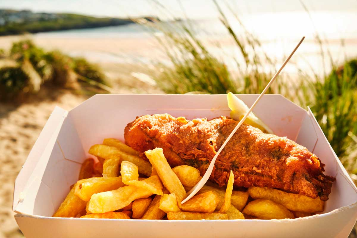 READ: Fancy some fish and chips this week? You've come to the right place. Tom has the inside knowledge on where to go for your fish and chips in Cornwall. #cornwall #kernow #lovecornwall #beach #cornwalllife #sea #cornwallcoast #newquay   https://t.co/EDywgPI8et https://t.co/nFlwU0SVIp