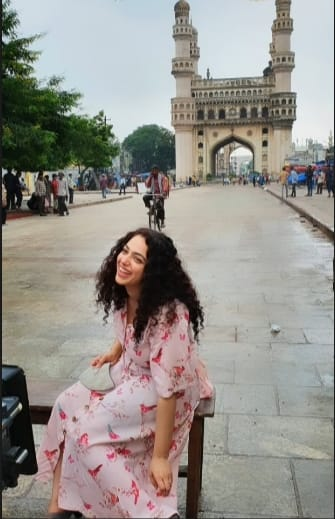 #NithyaMenen spent her morning at #Charminar today #ShreyasMedia 😍. https://t.co/BzzPyaOKKT