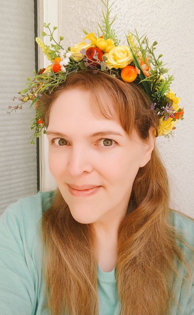 Yessssss, it is finally finished. I am so in love with this flowercrown. 🧡💚💛  #flowercrown #blumenkranz #blumenkrone #fannibals #silkflowers #hairaccessories #festival #party #cosplay #photoprop #handmade #Autumn #fall #headpiece #etsy https://t.co/99bxBRmqIm
