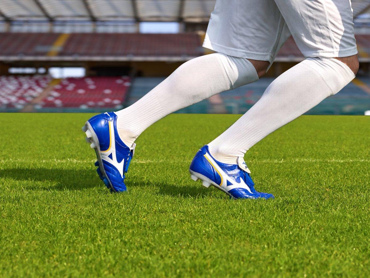 Confort+Diseño+Performance 🔥  1️⃣ La Wave Cup Legend te ofrece lo último en tecnología y un proceso de ahormado de 24 horas que garantiza un ajuste perfecto  2️⃣ La Rebula Cup Elite es una bota premium que proporciona un inmejorable confort y tacto con el balón  #Mizuno #Football https://t.co/Tf5sJJEKgl
