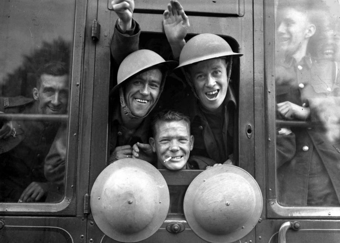 British troops somewhere in England on this date September 20 in 1939. Photo credit: AP. #OTD https://t.co/2mRrqJxPXU