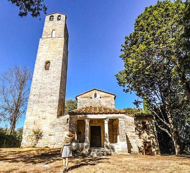 Nella campagna narnense, quella di S.Pudenziana è tra le più caratteristiche chiese romaniche d'Umbria; conserva numerosi affreschi tra cui quello raffigurante la Santa cui è dedicata la chiesa. Scoprite di più su #Narni  https://t.co/tHCLeciZN3 #umbriacuoreverde Ph gennycanepone https://t.co/7ISRsToqy4