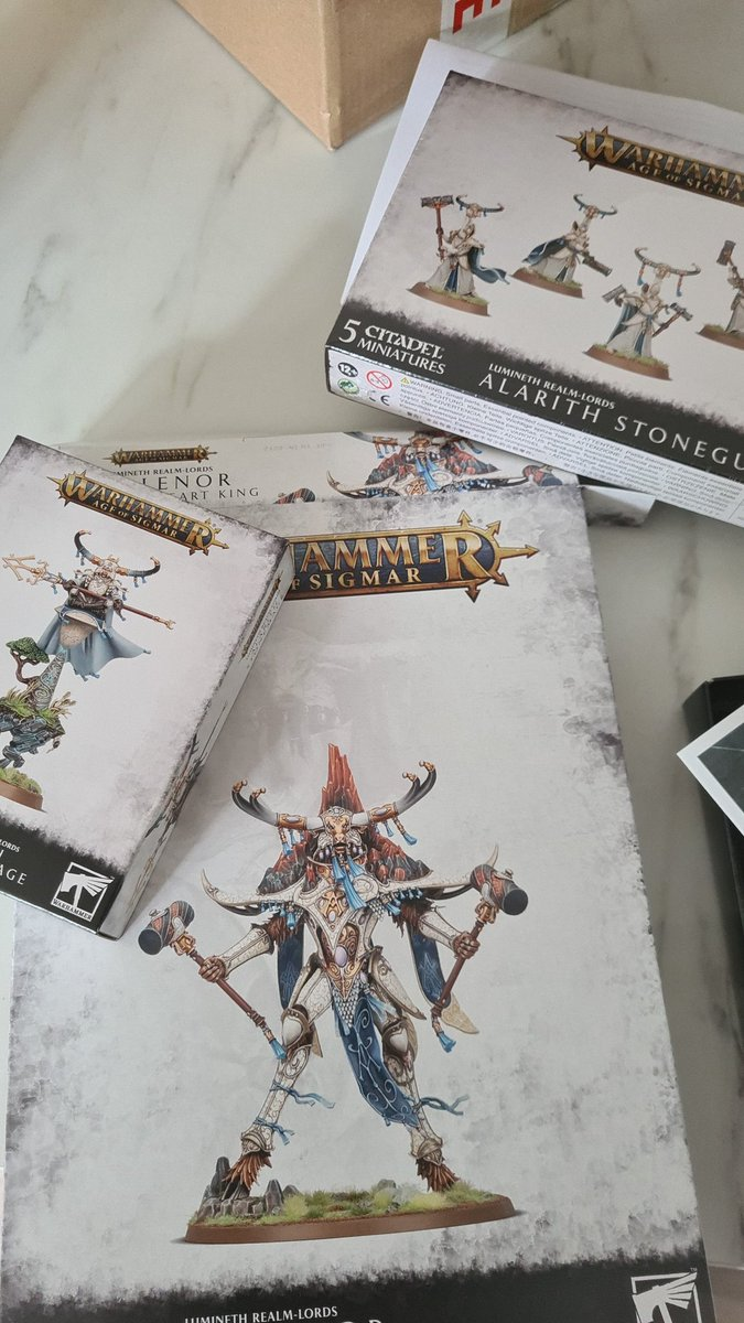 Some reinforcements turned up this morning. 🤘🏼 Gonna be a great weekend. #luminethrealmlords #warhammercommunity https://t.co/hUsYOs0I1p