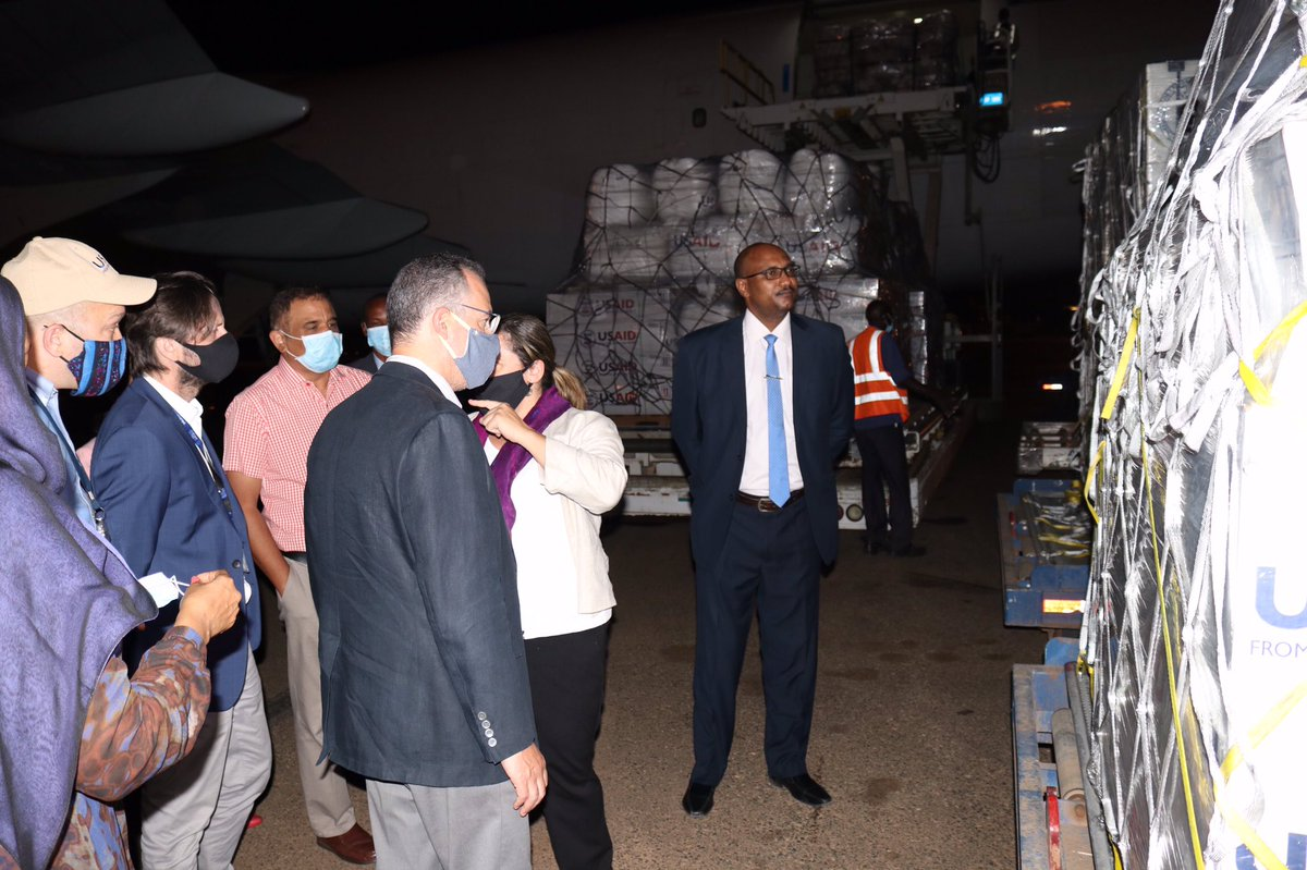This donation of #humanitarian supplies from @USAIDSudan for people affected by historic floods in #Sudan-including blankets, water containers & plastic sheeting for emergency shelter-is part of US Govt's continuing commitment to help #Sudanese @IOMSudan @USAIDSavesLives https://t.co/dIVuJREDlU