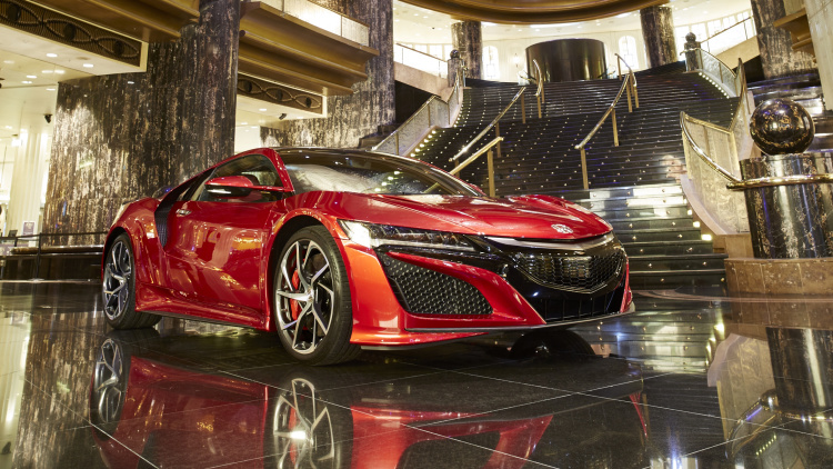 It's not easy to park an Acura NSX inside a casino. #Autonews #honda #speedo https://t.co/UDSdzDeq8M https://t.co/DYUUQPiCLl