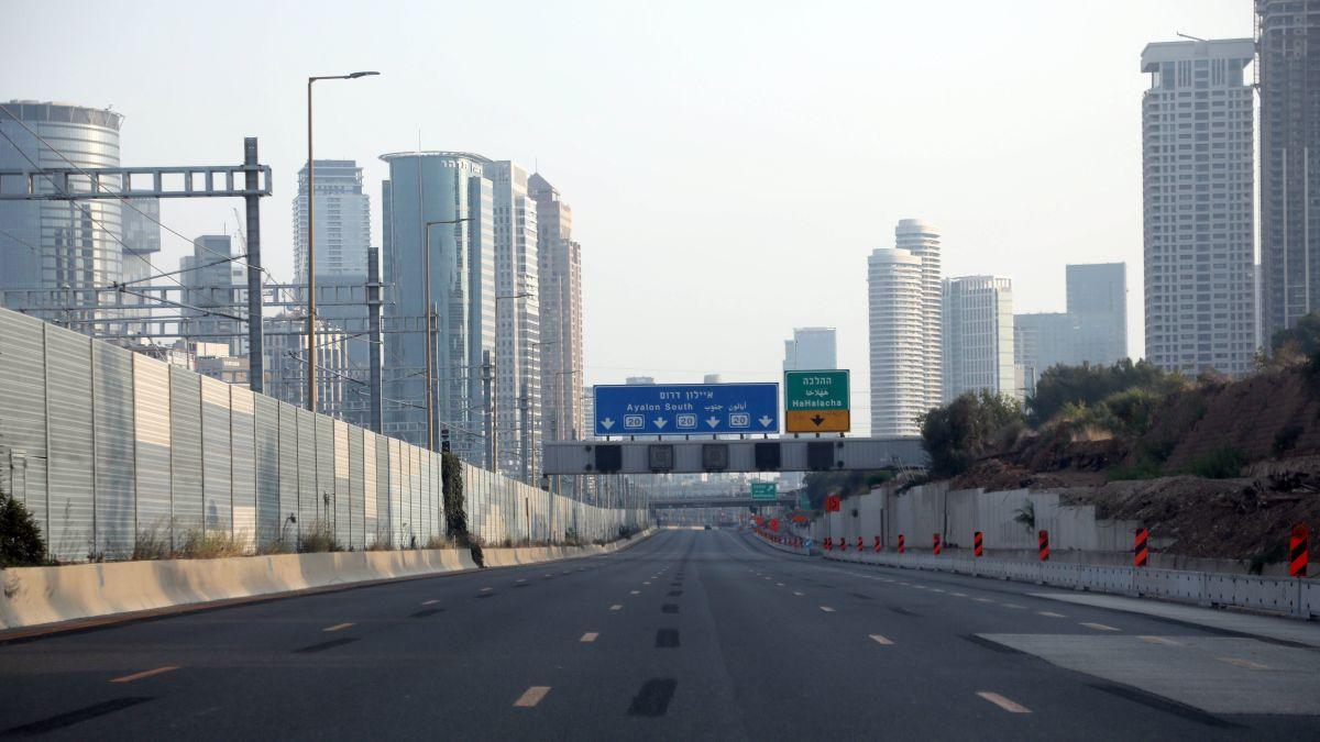 Israel beginnt das neue Jahr im Corona-Lockdown. Die Straßen sind wie ausgestorben. Am Freitag um 14:00 Uhr, kurv vor Rosh Hashana begann in Israel der zweite Lockdown. (Lisa Vavra) https://t.co/2RUSzIndzL https://t.co/ko5uqop91h