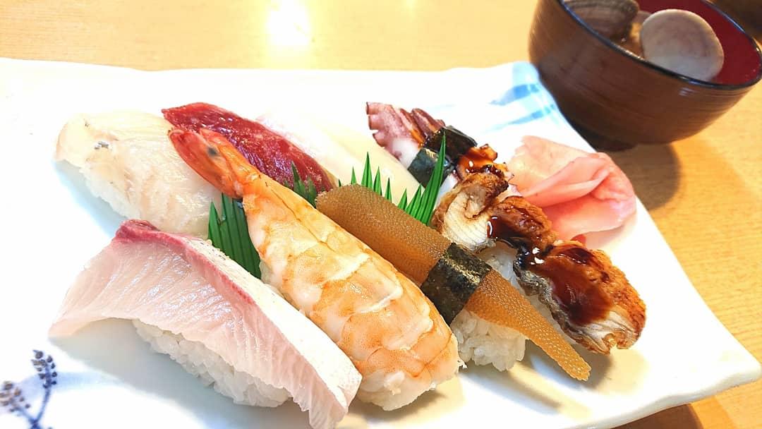 毎日寿司生活230店舗目!寿し吉 #毎日寿司 #毎日 #継続 #寿司 #鮨 #和食 #日本料理 #グルメ #摂津市 #正雀 #インスタ #sushi #food #yummyfood #foodblogger #osaka #japan #japanesefood #yum #delicious  https://t.co/XltRNdwIB9 https://t.co/uVwldDaY82