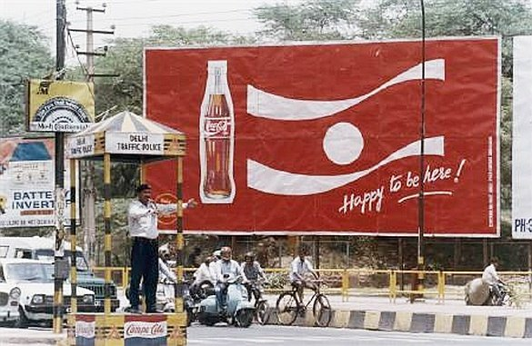 1993 - Coke makes a come back and wants to get its No.1 position  It decides to go all out against Pepsi & Thums up. It offers to acquire Thums up. Legends have it that Coke even told Parle that if they don't sell Thums up, they would give free coke to India for a year  20/ https://t.co/uXtH0OkFGt