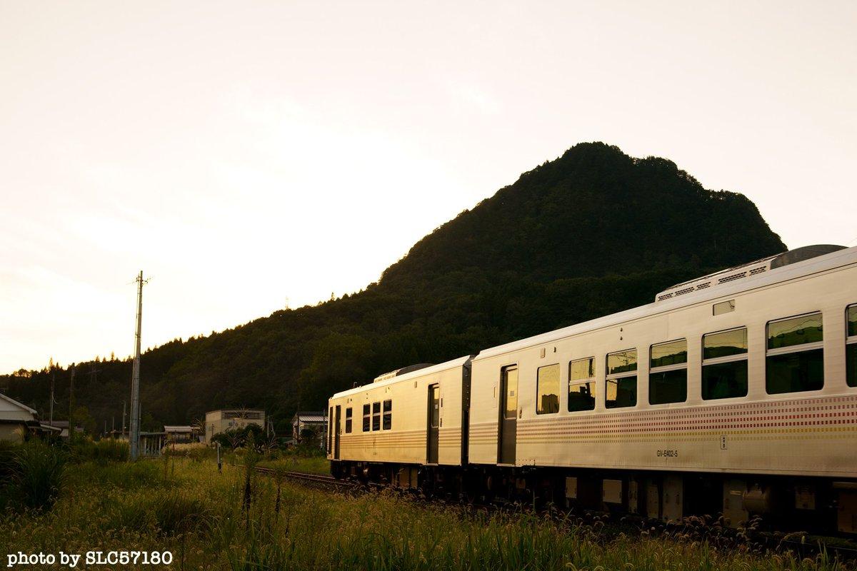 sunset train.  ステンレスボディは輝く。  #sunset #trainphotography  #ファインダー越しの私の世界  #キリトリセカイ  #東京カメラ部 #SonyAlpha #α9 https://t.co/Wf9pmblklj
